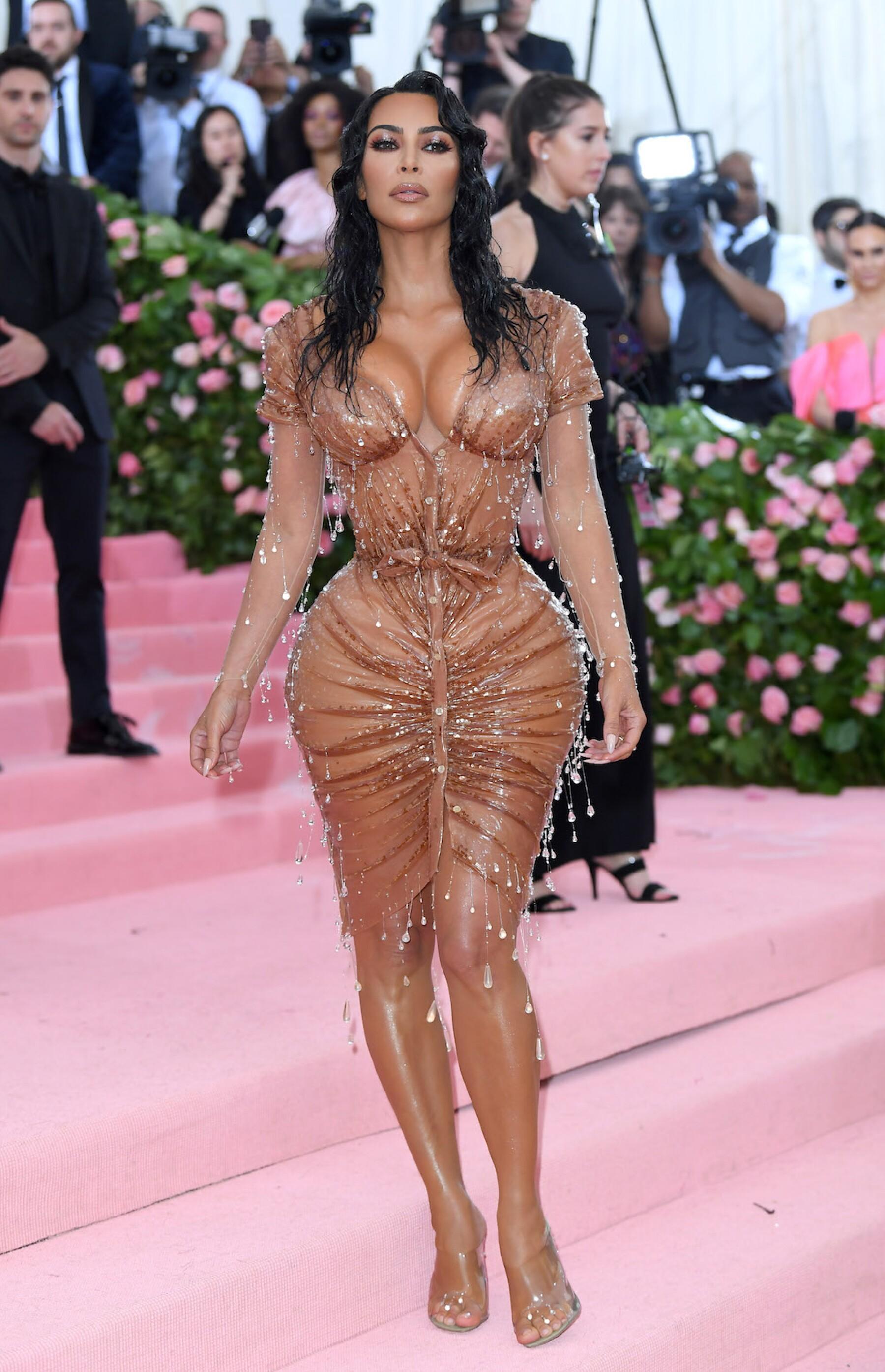 El vestido que Kim Kardashian usó en la gala del Met iba a ser más ...