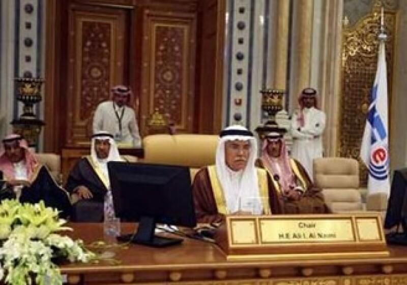 El ministro saudí de petróleo, Ali al-Naimi, acudió a un encuentro urgente de la Administración Internacional de Energía. (Foto: Reuters)