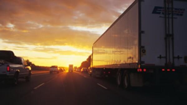 Las sanciones de México por el cierre a los camiones en EU pesan sobre diversos sectores en EU. (Foto: Jupiter Images)
