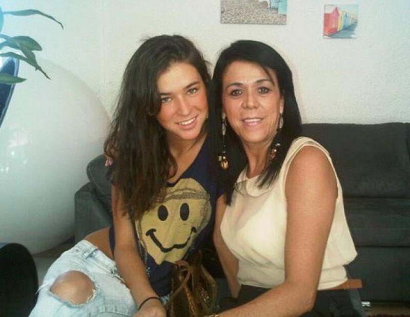 La actual novia de Alejandro Fernández, `El Potrillo´, recién cumplió 21 años, es modelo y se ha convertido en la fan número uno del cantante. Conoce más sobre ella.