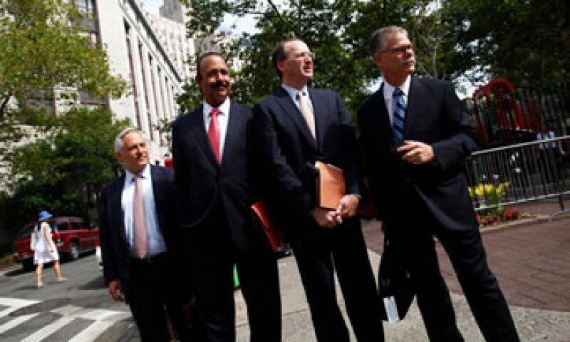 Los abogados de SAC, Daniel Kramer, Peter Nussbaum y Ted Wells, buscan probar que la firma realizaba controles legales. (Foto: Reuters)
