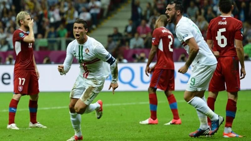 Ronaldo celebra gol ante republica checa