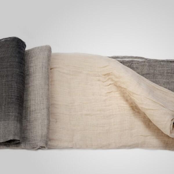 Una bufanda en diferentes tonos puede resguardarte contra el frío y ayudarte a mantener el estilo.