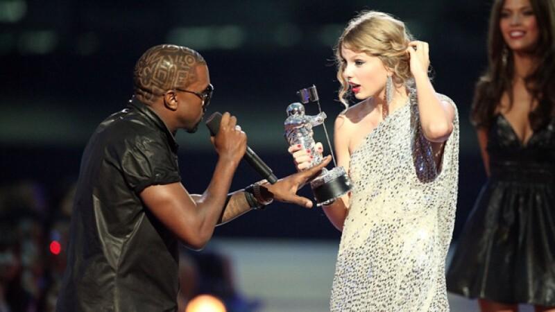 El incómodo momento que Kanye hizo pasar a Taylor Swift en los MTV Video Music Awards del 2009.