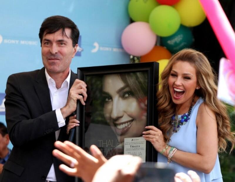 Thalía fue sorprendida por Sony Music con Discos de Oro y Platino.