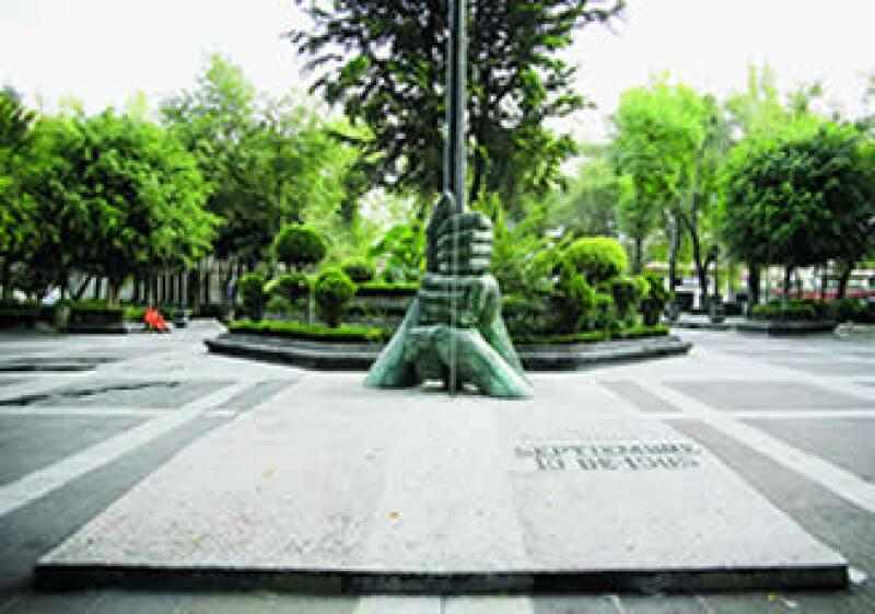 EN LA MEMORIA. Del majestuoso hotel sólo sobrevive la leyenda, y en su lugar fue construida la Plaza de la Solidaridad, que está a unos cuantos pasos de la Alameda Central. (Foto: Gunther Sahagún)