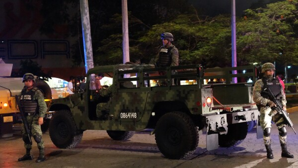 Balacera y persecución desataron el pánico en el centro de Cancún