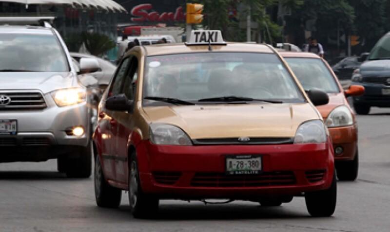 Los emprendedores digitales han hecho una labor de 'evangelización' con los taxistas de boca en boca. (Foto: Notimex)