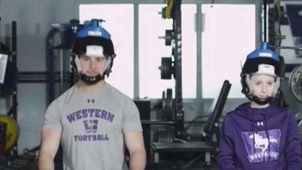 Este casco tiene el objetivo de prevenir lesiones en el futbol americano