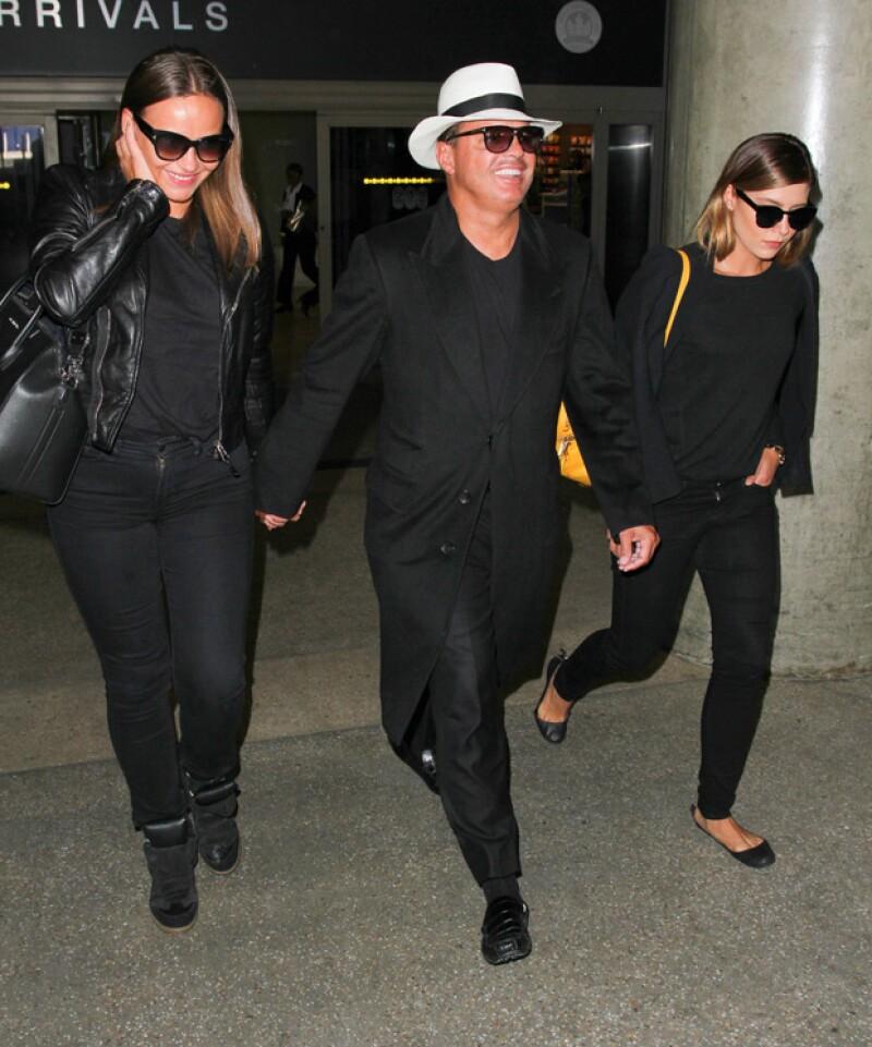 El trío lució outfits coordinados en color negro.
