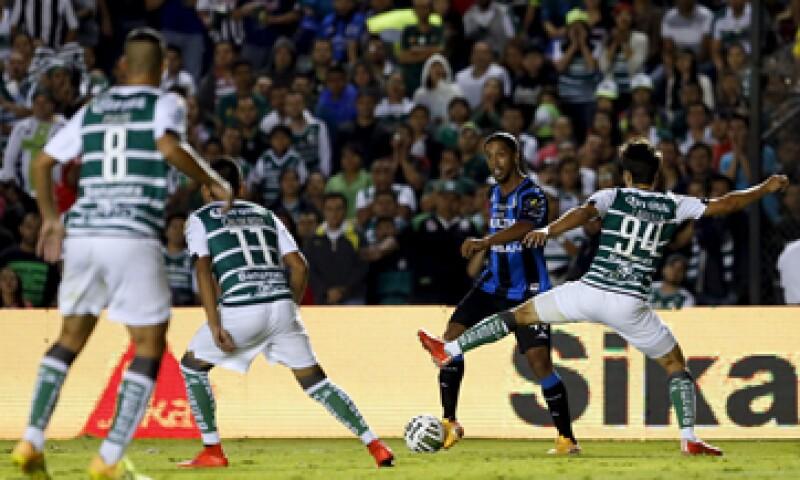Santos venció en el marcador global 5-3 a Gallos. (Foto: Reuters )