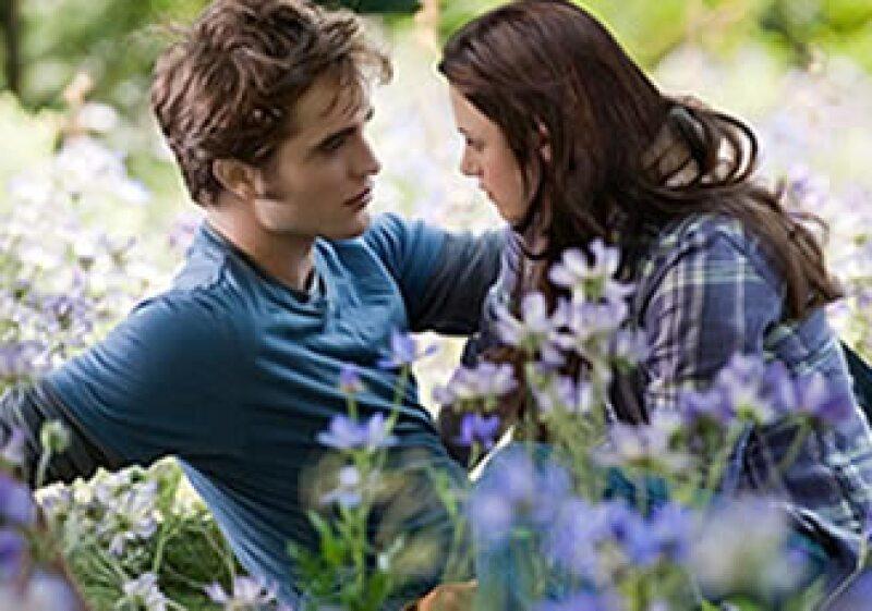 La cinta protagonizada por Robert Pattinson y Kristen Stewart es el artículo más vendido en la web.  (Foto: AP)