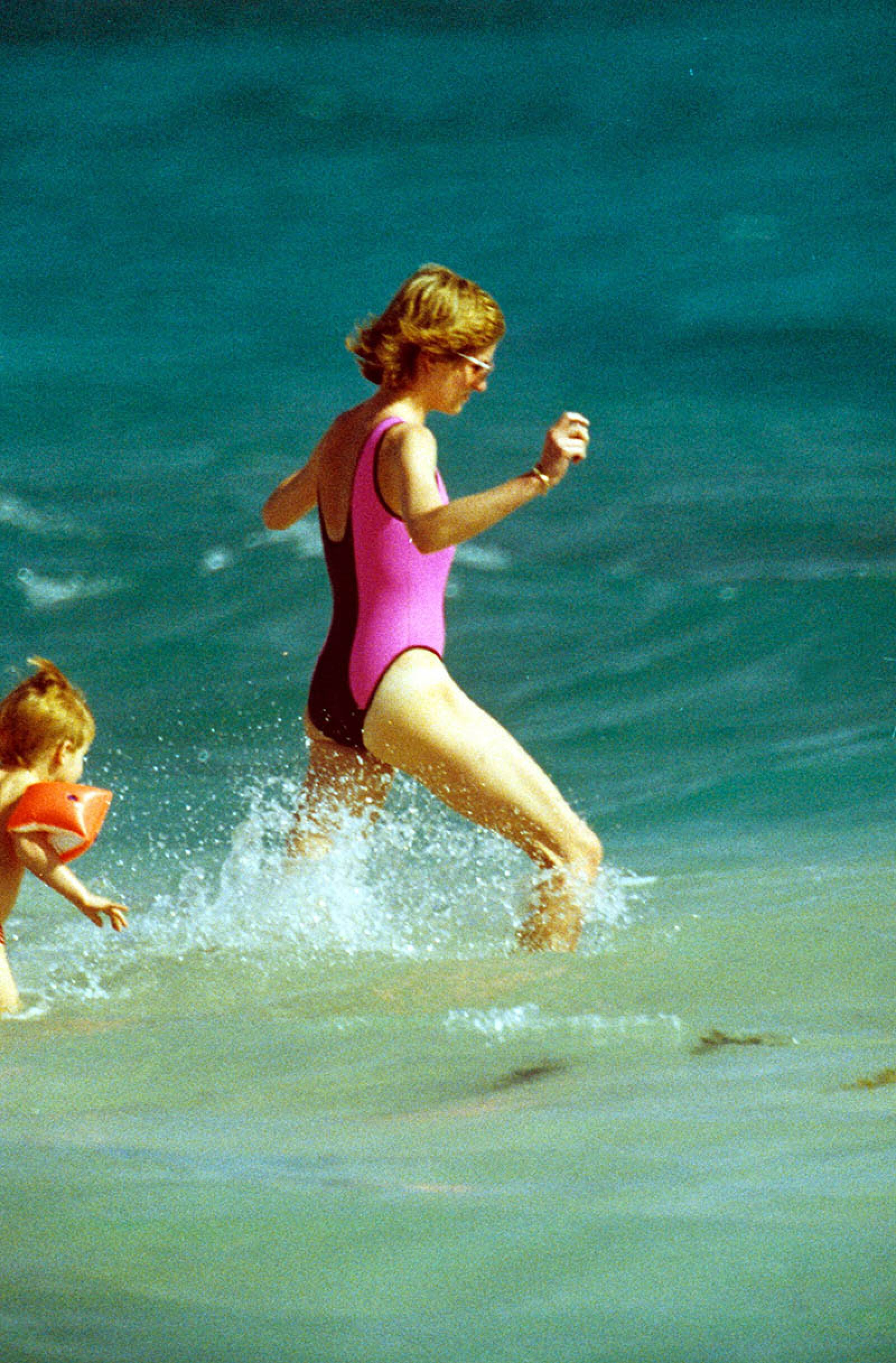 PRINCESS DIANA AND FAMILY ON HOLIDAY ON THE ISLAND OF NECKER, VIRGIN ISLANDS, WEST INDIES - 1988