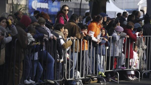 Algunos madrugaron para apartar su lugar en primera fila.