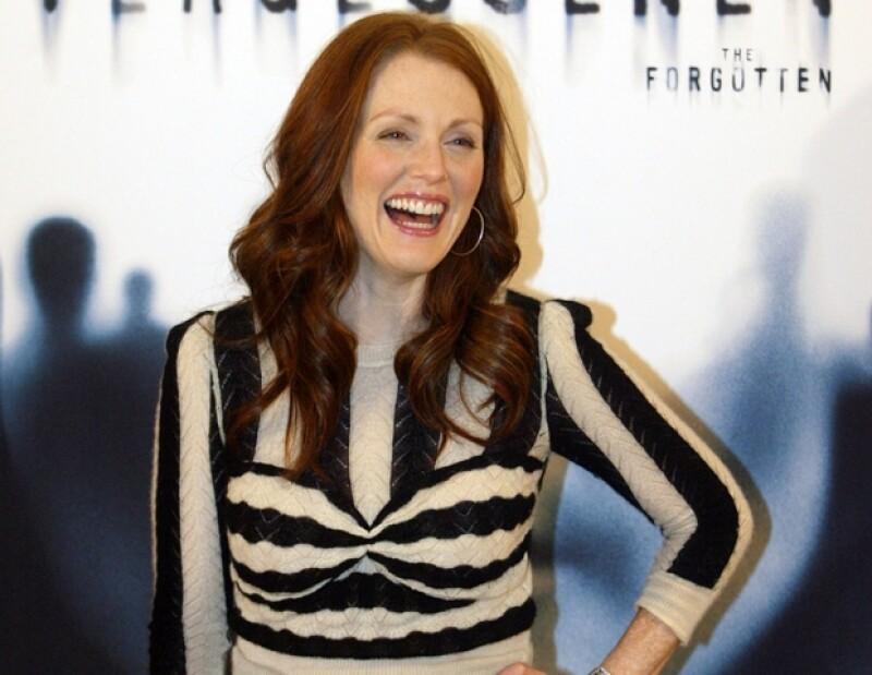 Julianne ha protagonizado distintas campañas publicitarias, donde muestra su figura.
