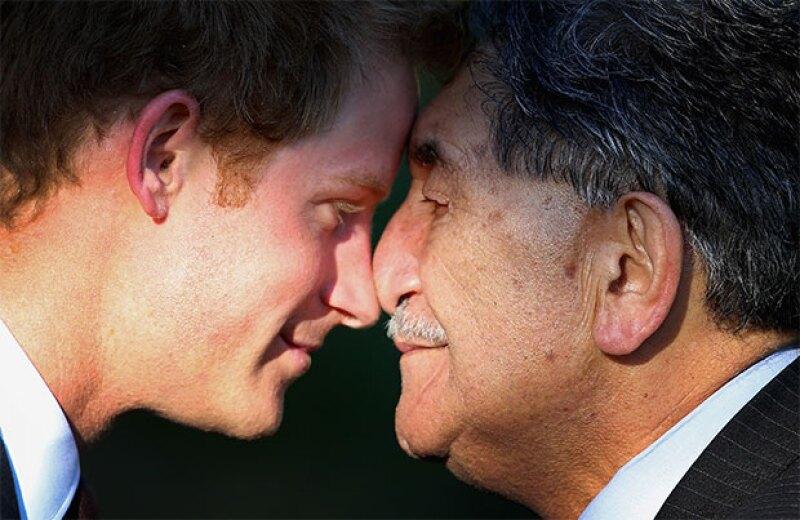 El primer ministro John Key también recibió a Harry de esta manera.