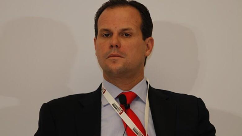 El director adjunto de Banca Particulares, Pequeñas y Medianas Empresas de Grupo Financiero Santander invitó a las firmas a que dejen de pensar que sólo se financia a las grandes empresas.
