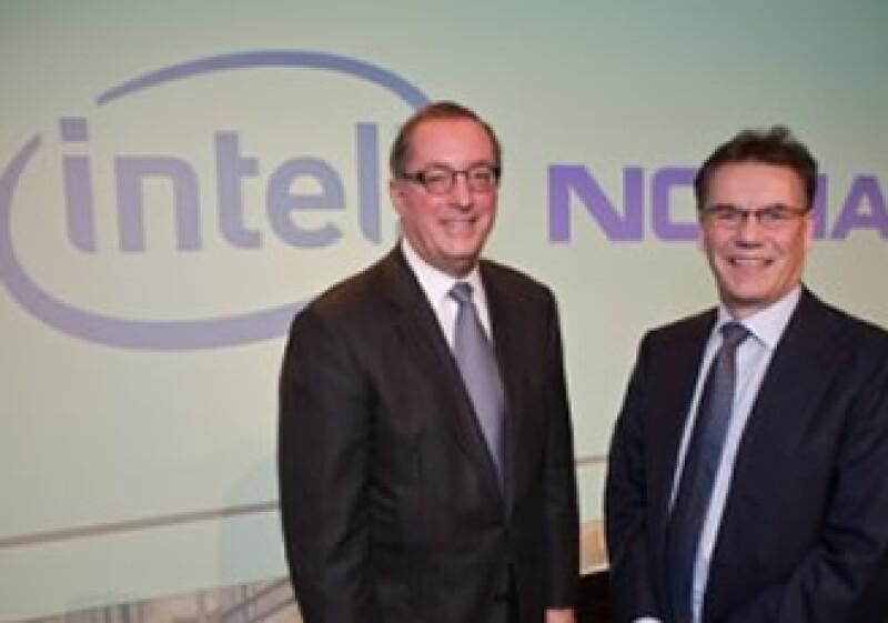 El CEO de Intel, Paul Otellini (izq), lamentó que Nokia no continuara con el proyecto MeeGo. (Foto: Cortesía Fortune)