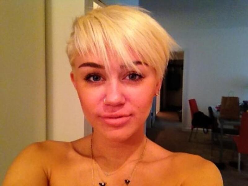 Miley Cyrus subió este lunes esta imagen para seguir presumiendo su nuevo look.