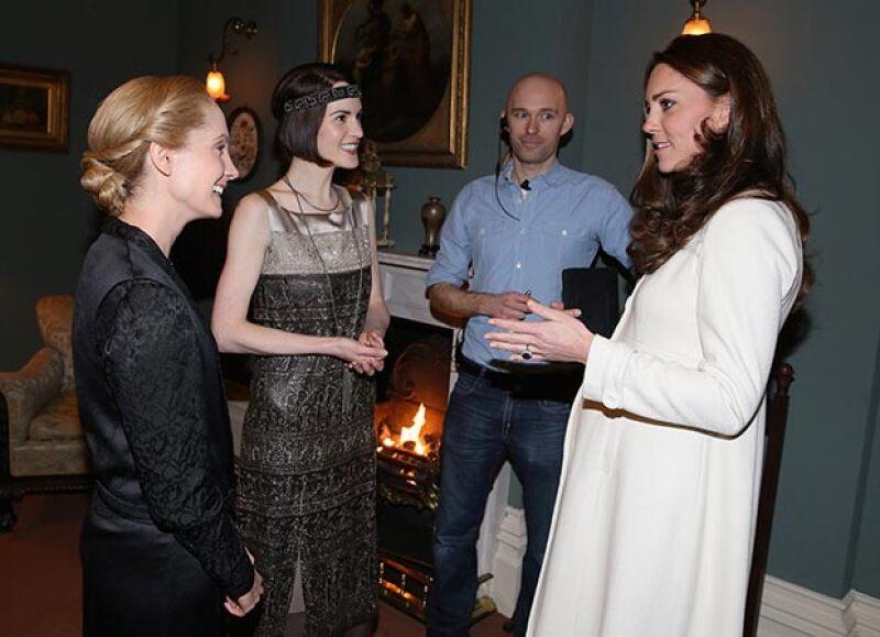 Joanne Froggatt de Downton Abbey reveló que al encontrarse de frente con la esposa del príncipe William no pudo contener sus nervios y expresar un comentario fuera de lugar. ¿Cómo reaccionó Kate?