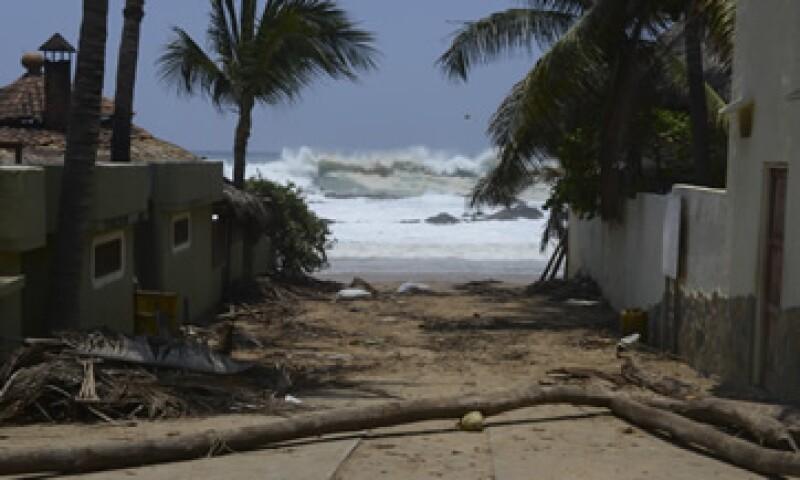 El mar de fondo afectó 535 viviendas, 198 palapas y 247 enramadas. (Foto: Cuartoscuro)
