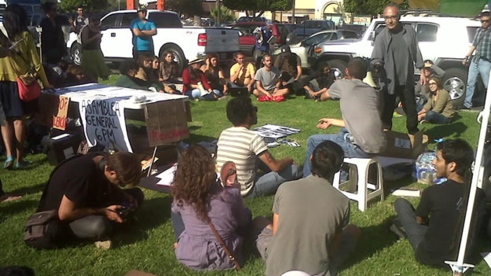 Un grupo de indignados se manifiesta en Tijuana