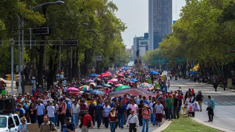 Profesores de la CNTE marchan a Los Pinos
