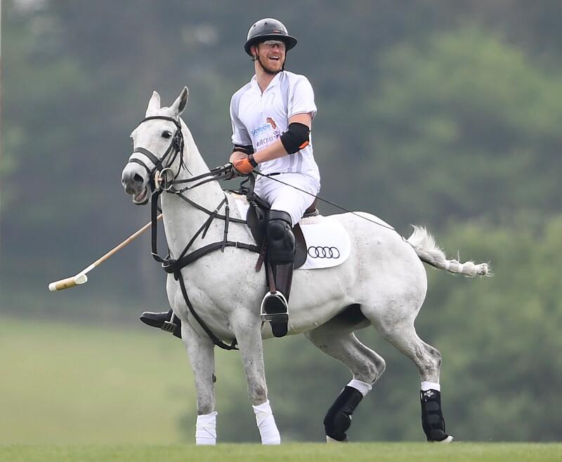 príncipe Harry en un partido de Polo.