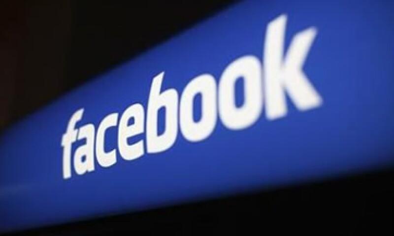 Facebook tiene 18.4% del gasto en publicidad móvil, mientras que Google tiene 53.2%. (Foto: Reuters)