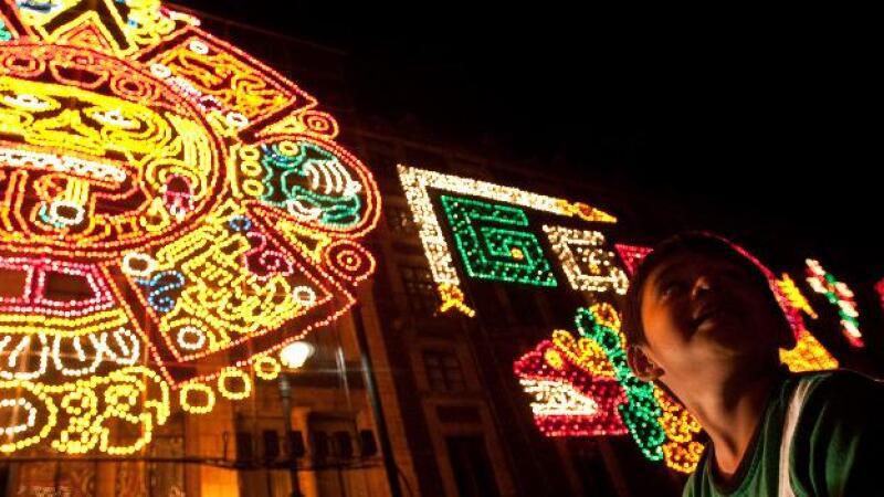El Zócalo de la Ciuda de México fue iluminado por las fiestas patrias