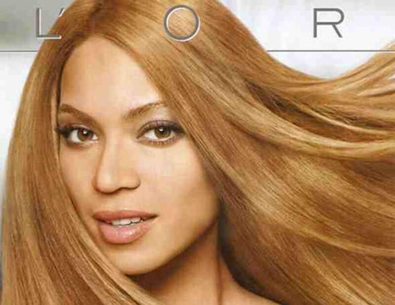 En 2008 la cantante también causó polémica por esta imagen. Se dijo que renegaba del tono de su piel.