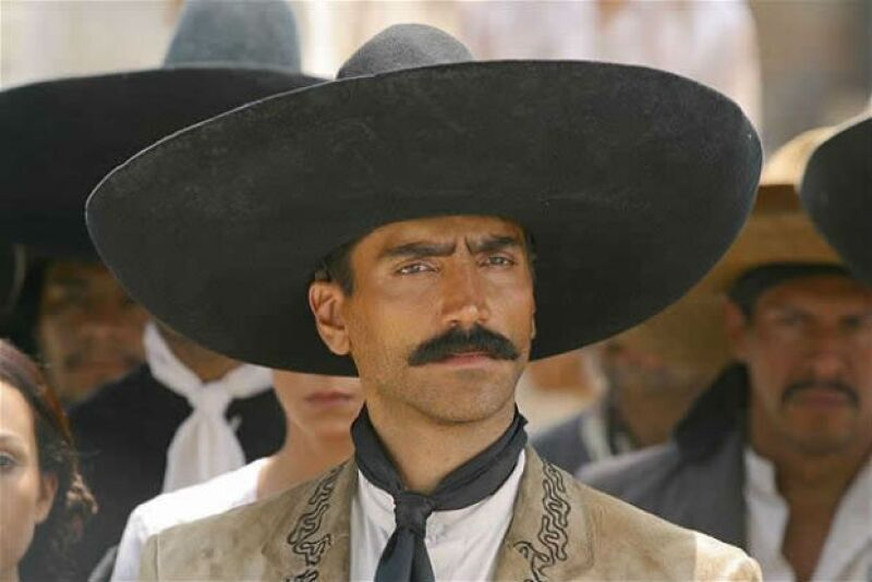 Alejandro Fernández como Emiliano Zapata.