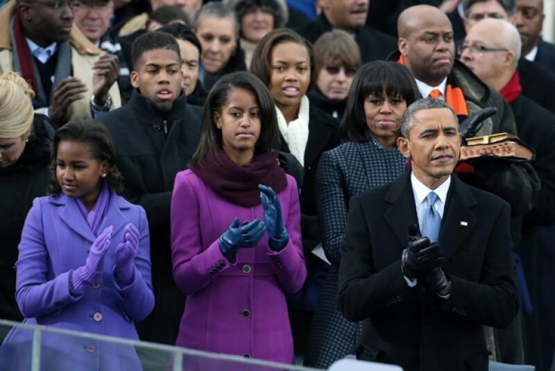 La corbata de Obama es azul.