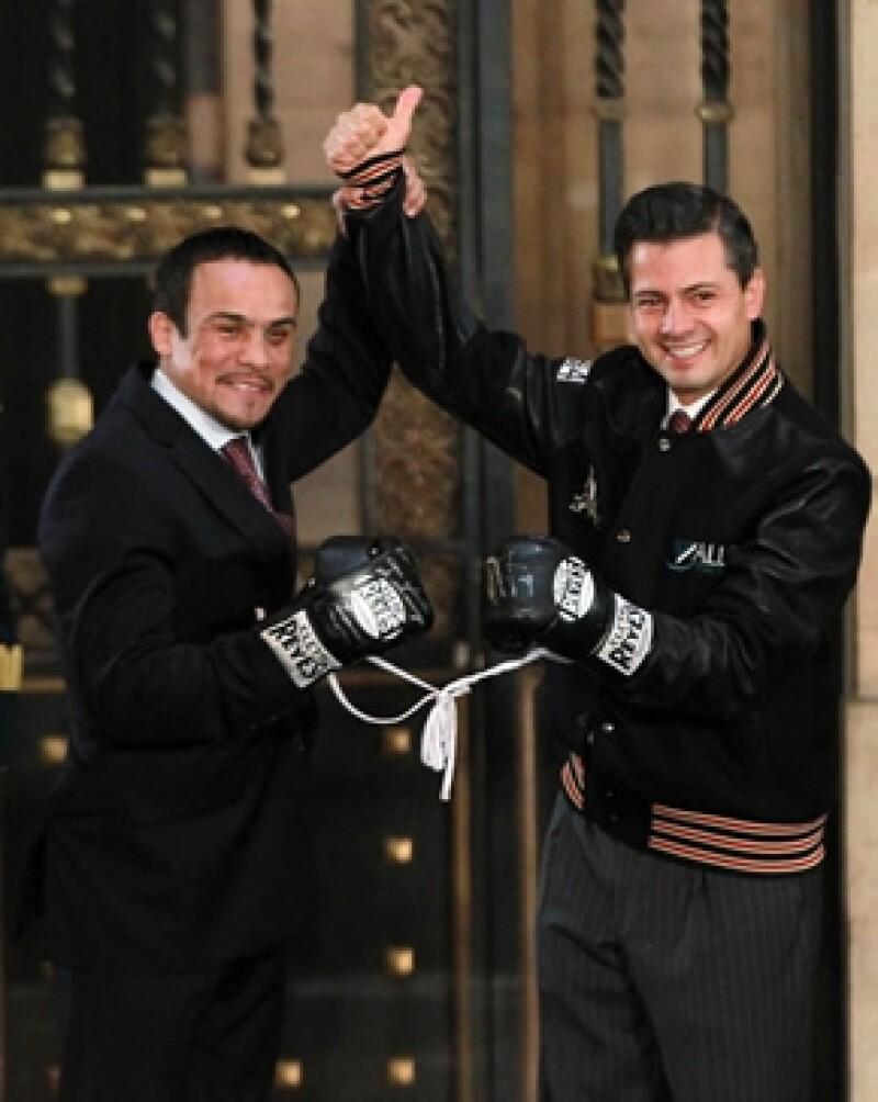El presidente de México tuvo hoy un encuentro con el boxeador, una vez acabada la conferencia, invitó a los presentes a conocer su despacho de Palacio Nacional, algo inédito.