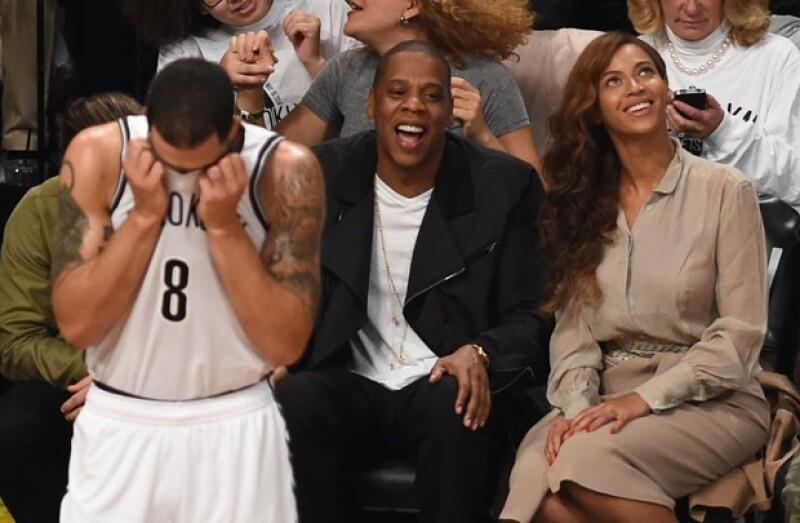 Después de que Solange Knowles atacara a golpes a su cuñado el rapero Jay Z, Beyoncé publicó un emotivo mensaje en Instagram y la pareja acudió a un partido de básquetbol.