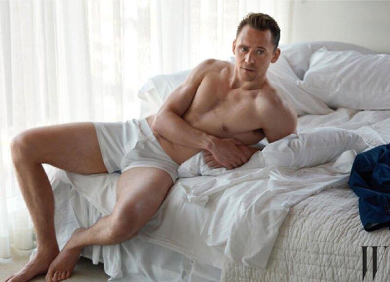 El actor británico no esconde su sexytud para nada.