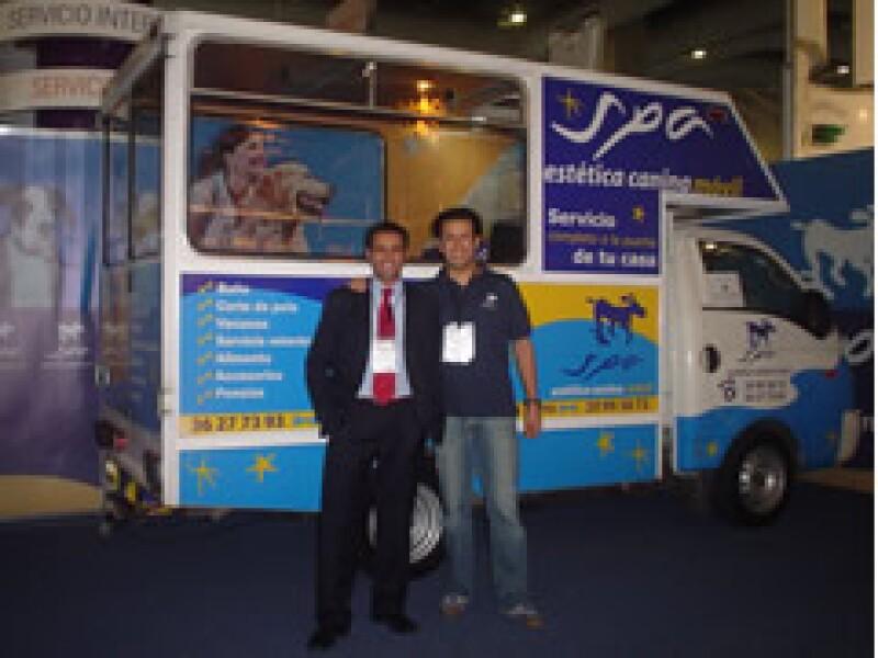 Victor (der.) y Jorge (izq.) iniciaron su negocio en 2006, ahora su empresa se volvió franquicia. (Foto: Cortesía)