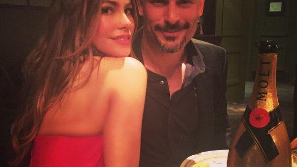 Después de recibir su estrella en el Paseo de la Fama de Hollywood, la actriz colombiana siguió los festejos con una celebración por su compromiso.