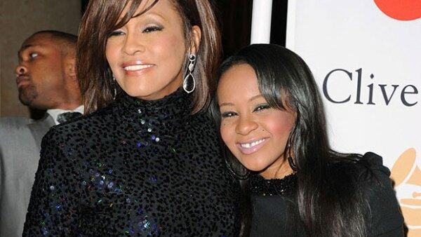 Un comunicado emitido antes de que se haga público el informe de la autopsia revela que fueron una combinación de drogas y ahogamiento las causas de la muerte de la hija de Whitney Houston.