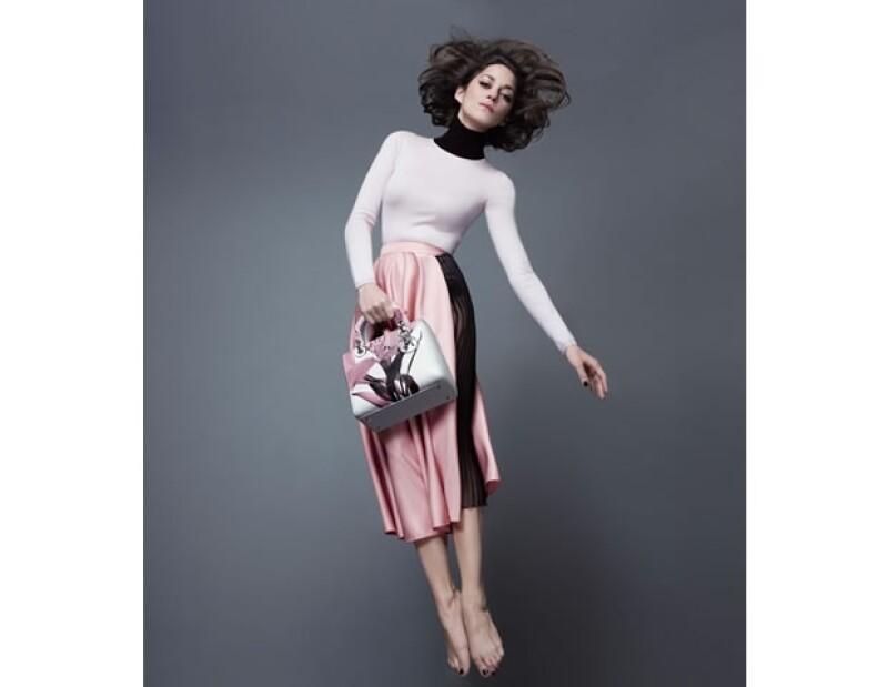 Sabemos que la actriz francesa es musa de muchos, y la hemos visto en las campañas de la firma de lujo francesa en colecciones anteriores. Sin embargo, Cotillard es rostro de Lady Dior, una vez más.