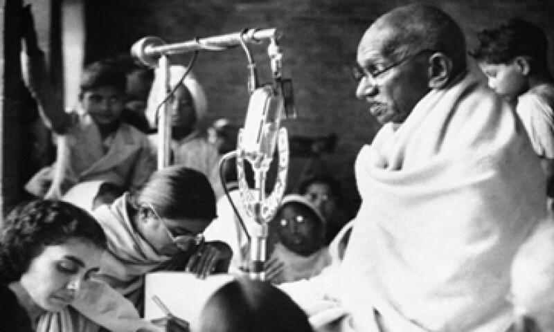La casa de subastas Mullock cree que algún devoto de Gandhi sea quien trate de adquirir la sangre.   (Foto: AP)