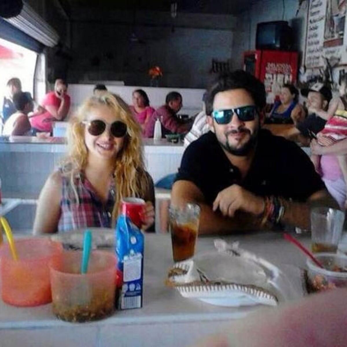 Captan a Pau Rubio comiendo en un mercado de Sinaloa con Bazúa