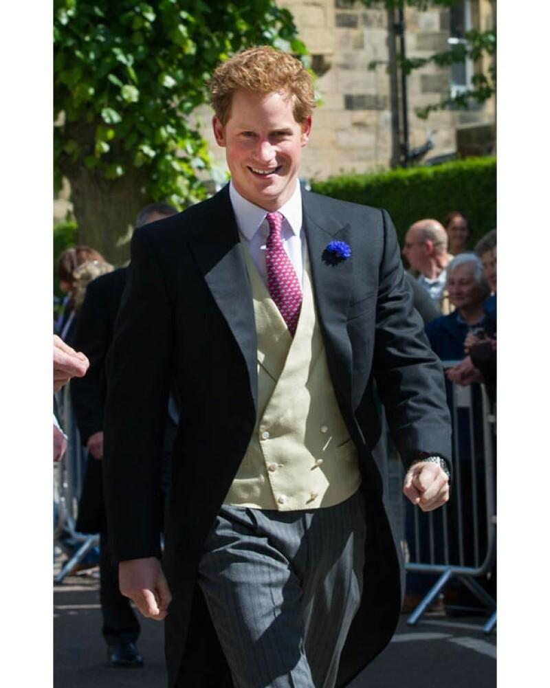 Enrique luce sin lugar a dudas muy guapo tanto con un look desaliñado como en traje formal, como en esta ocasión para la boda de Melissa Percy y Thomas Van Straubenzee en junio de este año.