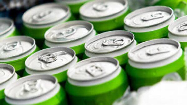 Los diputados acordaron un gravamen de un peso por litro de las bebidas saborizadas. (Foto: Getty Images)