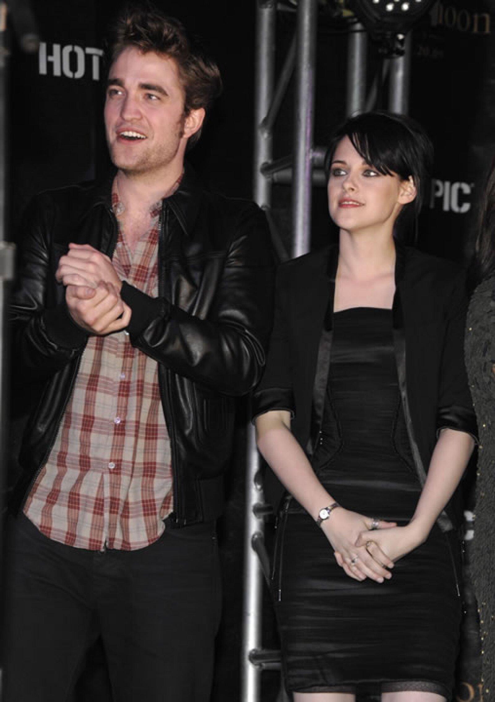 Dos meses después de esto, Kristen viajó con Robert a Inglaterra para recibir juntos el 2010.