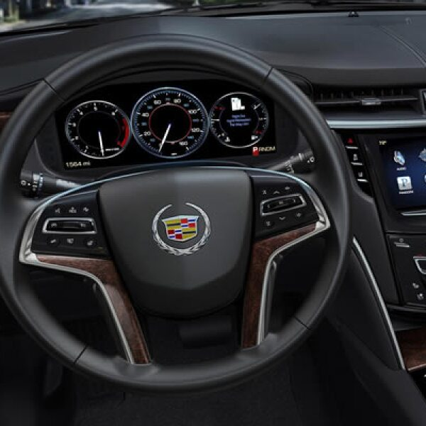 La distribución de los elementos multimedia y sus controles surgieron del diseño CUE, que distribuye de manera intuitiva los marcadores y controladores de las funciones del auto.