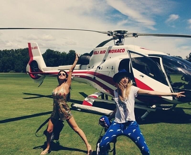 Selena y Cara listas para la diversión.