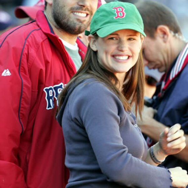 Ben Affleck y Jennifer Garner son aficionados de los Red Sox de Boston y se les ha visto en Fenway Park varias veces.