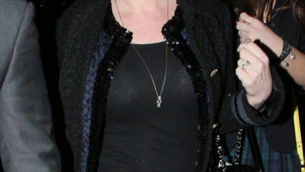 Hay una razón para haber salido enojada en esta foto; Louise, hermana de Victoria Beckham, se quedó sin nada de los buenos genes familiares que le dieron una increíble belleza a Posh Spice.