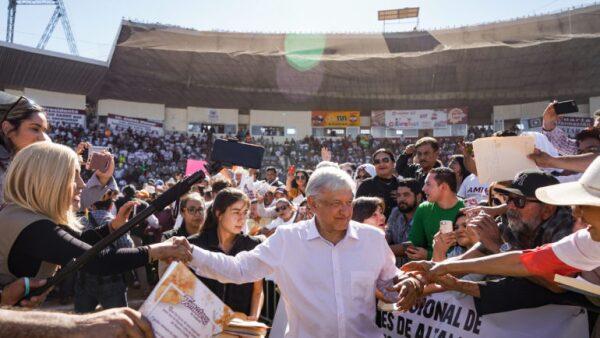 Parece que AMLO sigue en campaña. (FOTO: lopezobrador.com)